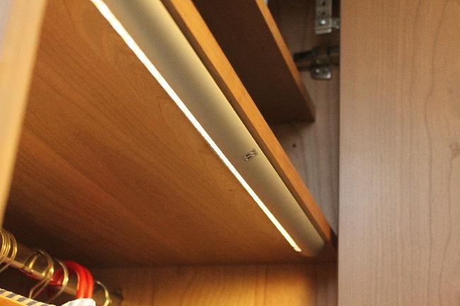 Led Verlichting Kast : Kwaliteit in verbinding garderobekast in kersen